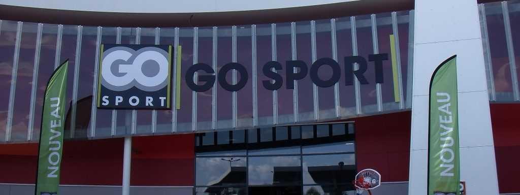 Enseignes Go Sport toile tendue Lettres decoupees