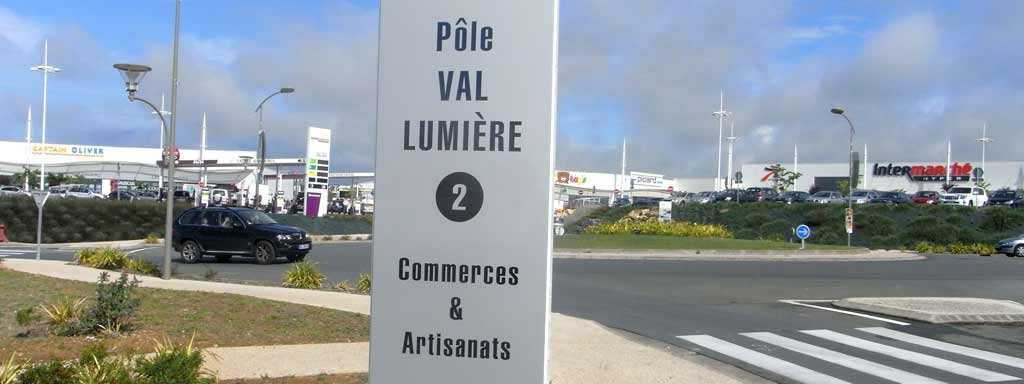 signalisation totem zone commerciale